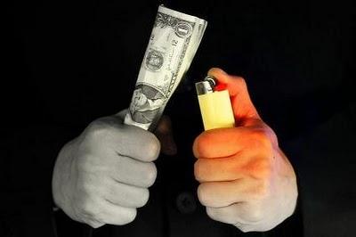Despilfarrar Es Como Quemar el Dinero